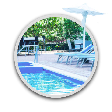 Pool and solarium with whirlpool